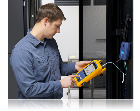 Fluke Networks OptiFiberPRO in hand
